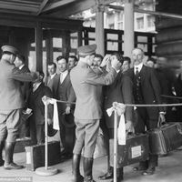 inspection of health at ellis island 1920s.jpg